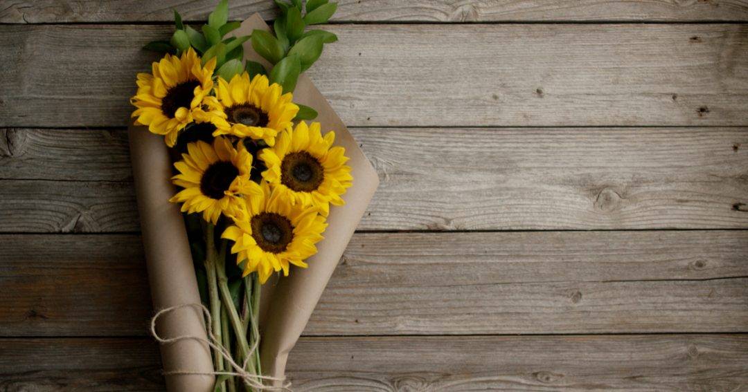 Why flowers are more important in a wedding?